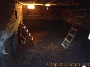 Как утеплить потолок в подвале
