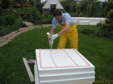 чем приклеить пенопласт к бетону