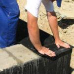 Перед тем как защитить фундамент от воздействия влаги рассмотрим, какие материалы подходят для наружного применения