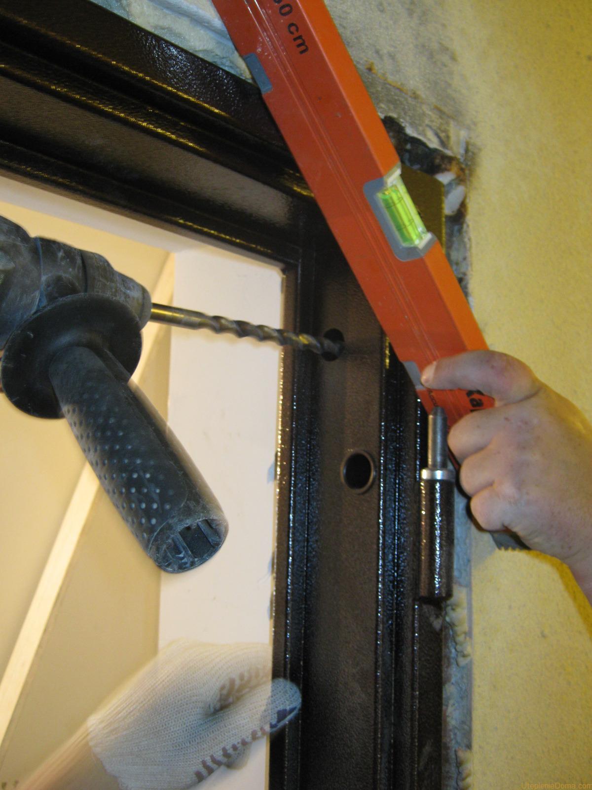 установить в доме дверь металлическую