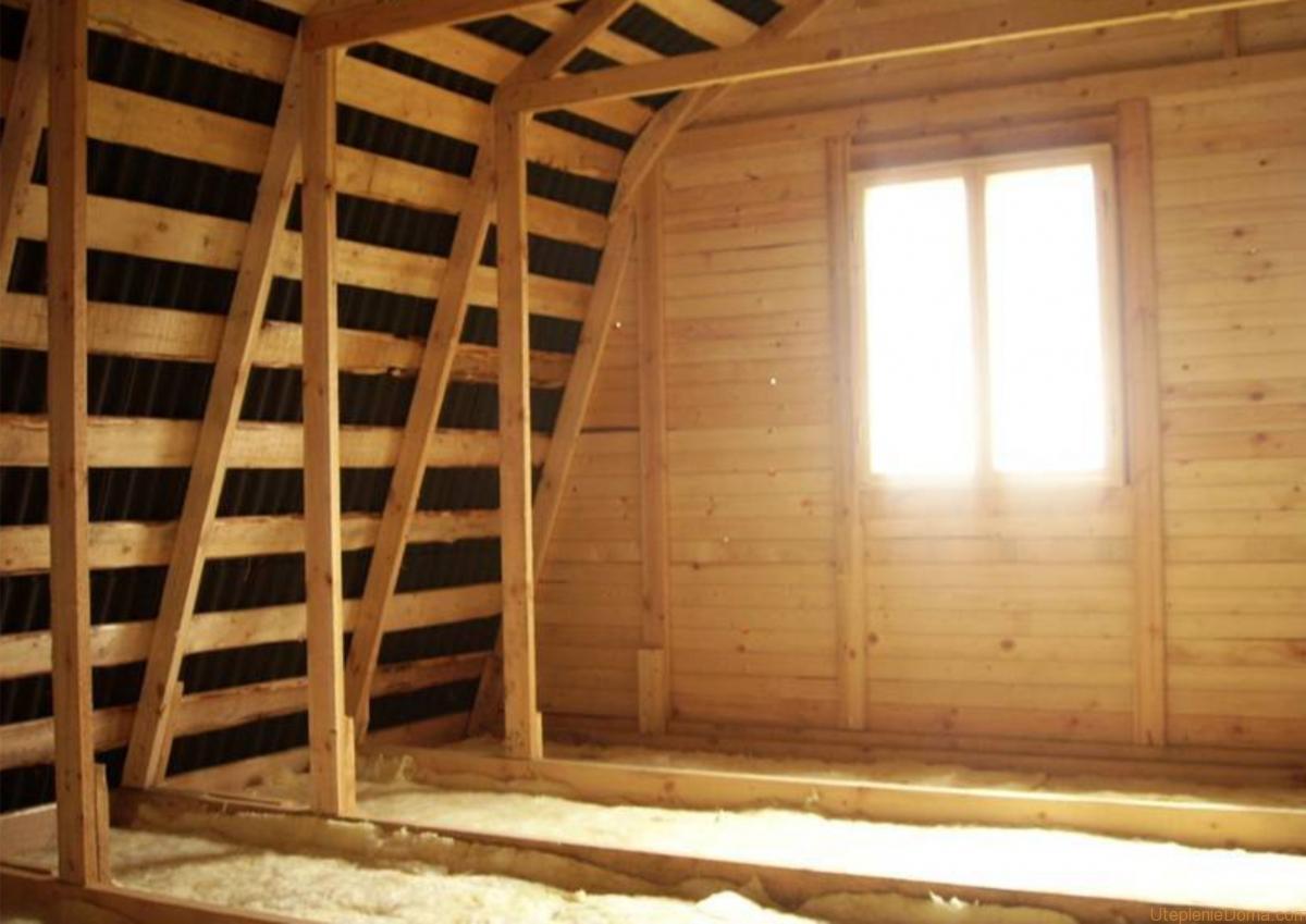 Утепляем потолок в деревянном доме