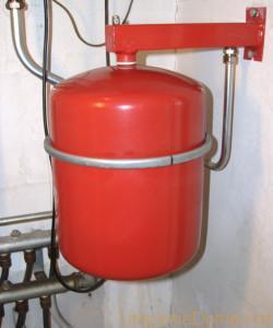 Установка мембранного расширительного бака для отопления на стену