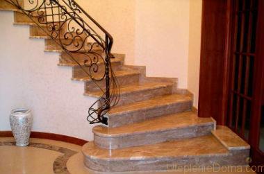 Лестница из камня.