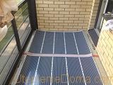 Одним из лучших вариантов является электрический теплый пол на балконе.